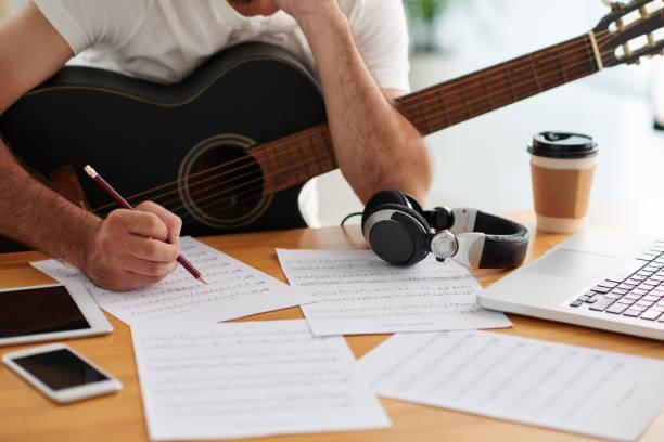 man som arbetar på sång - komposition bildbanksfoton och bilder