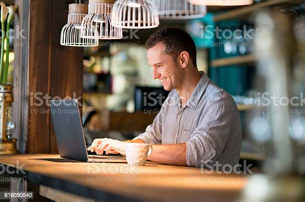 Man working online at a cafe picture id616090540?b=1&k=6&m=616090540&s=612x612&h=tma58gqi8owzoi1in0t1ji uepw5xjyzigtqvyu3 1k=