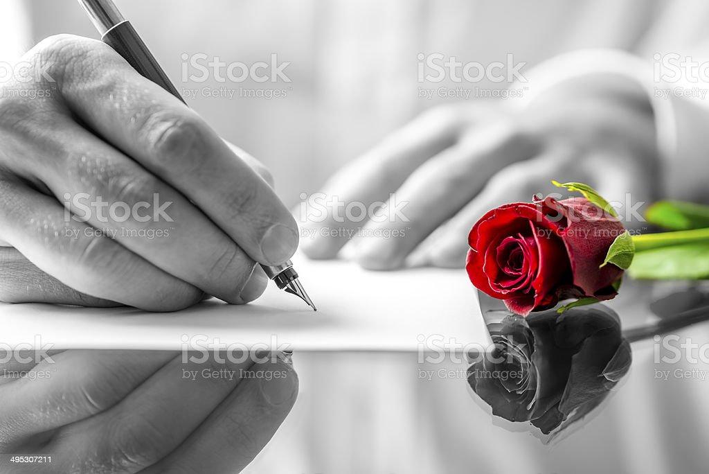 Photo Libre De Droit De Homme écrire Une Lettre Damour à Son