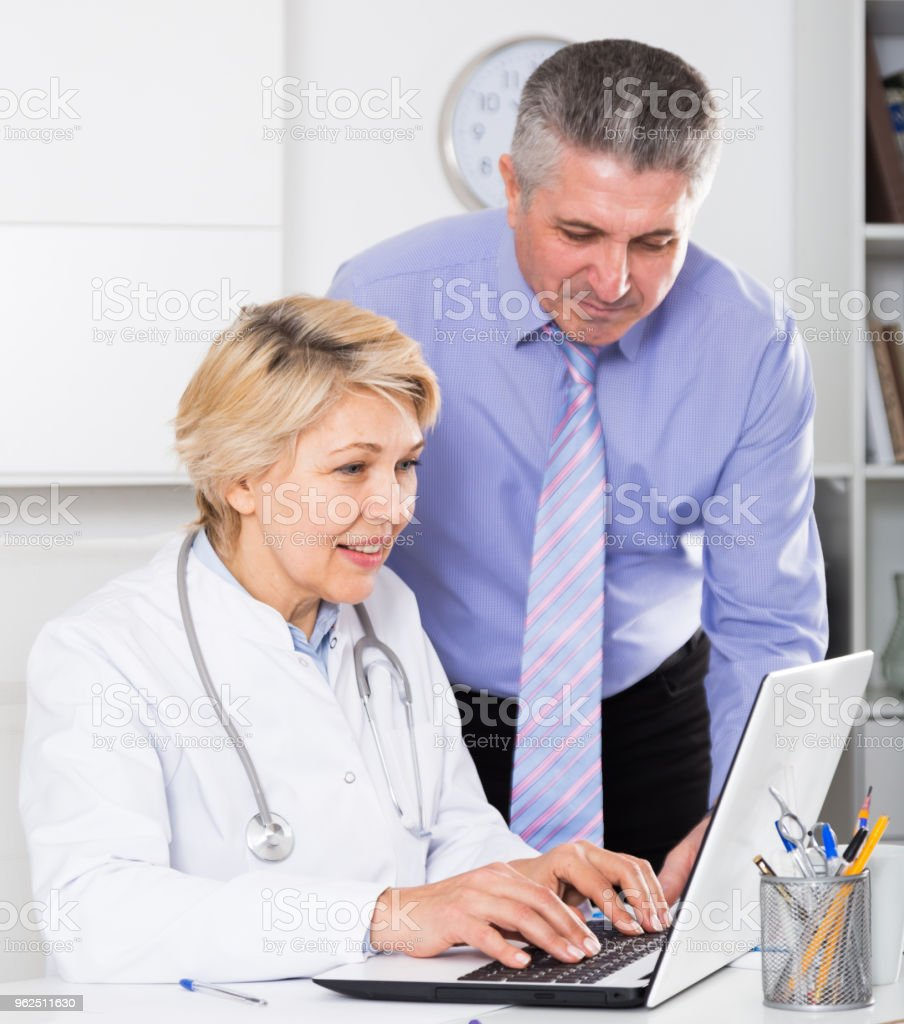 Manager and doctor reading news - Royalty-free Adult Stock Photo