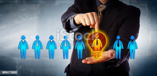 istock Manager Appointing The Brightest Candidate 869473680