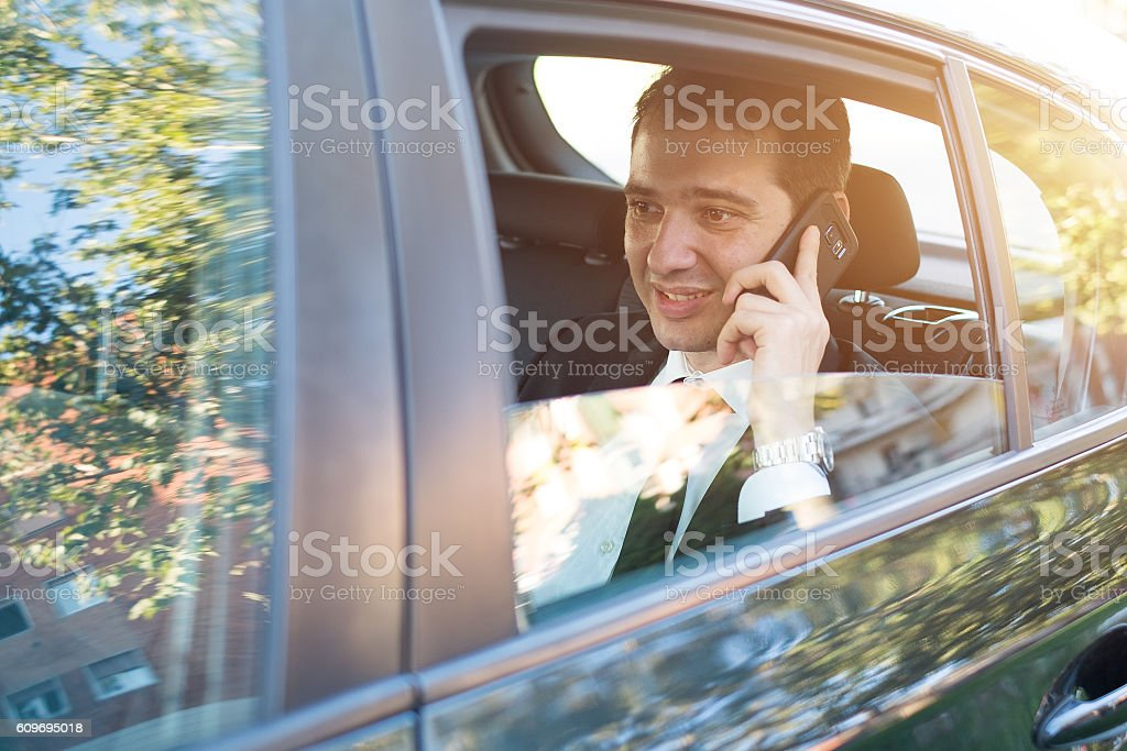 Manager calling on the phone seated in the car portrait - foto stock