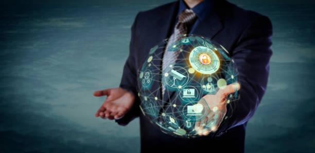Manager Holding A virtuellen Globus geformt IoT-Modell – Foto