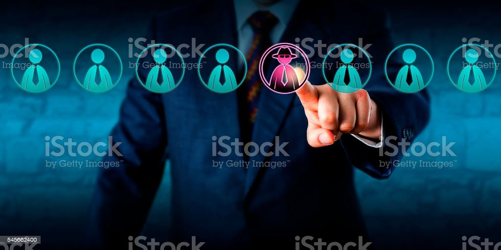 Manager Identifying Potential Insider Threat - foto stock