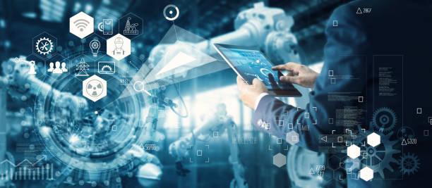 manager technician inżynier przemysłowy pracuje i steruje robotyką z oprogramowaniem systemowym monitorowania i połączeniem sieciowym z przemysłem ikon na tablecie. sztuczna inteligencja, maszyna do ramienia robota automatyki w inteligentnej fabryce  - inteligencja zdjęcia i obrazy z banku zdjęć