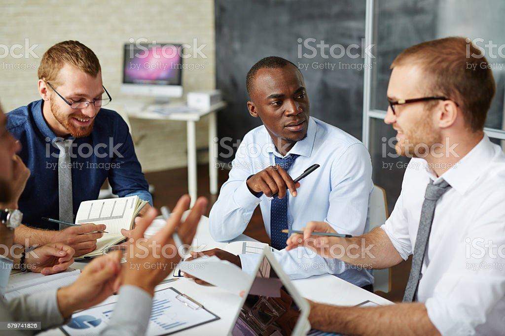 Managers discussing ideas Lizenzfreies stock-foto