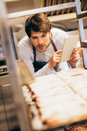 istock Managing the bakery 643625508