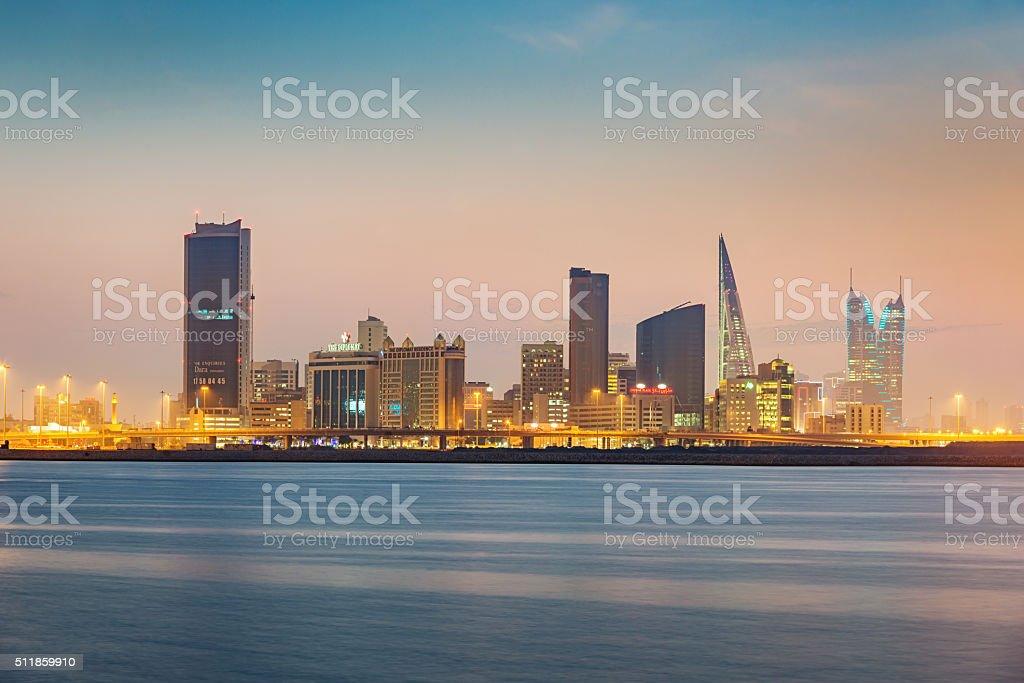 Manama, Bahrain Skyline in der Dämmerung – Foto