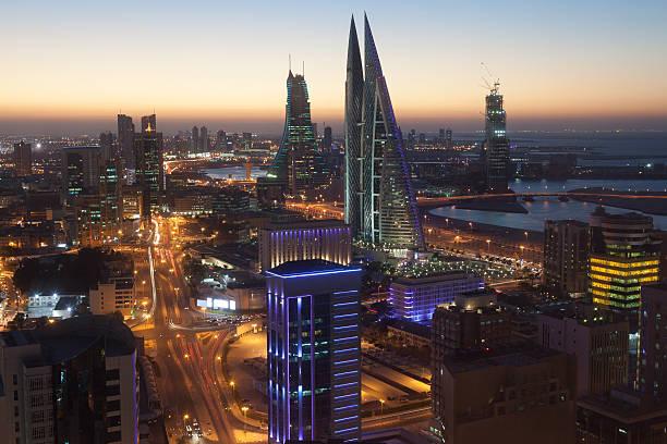 Stadt bei Nacht in Manama, Bahrain – Foto