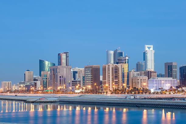 skyline bei Nacht in Manama, Bahrain – Foto
