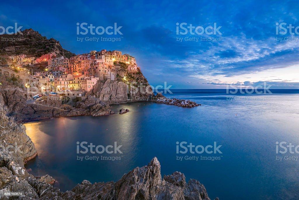 Manarola at dawn, Cinque Terre National Park, Liguria, Italy - foto stock