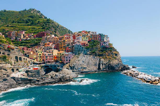 villaggio di manarola, cinque terre, italia - la spezia foto e immagini stock
