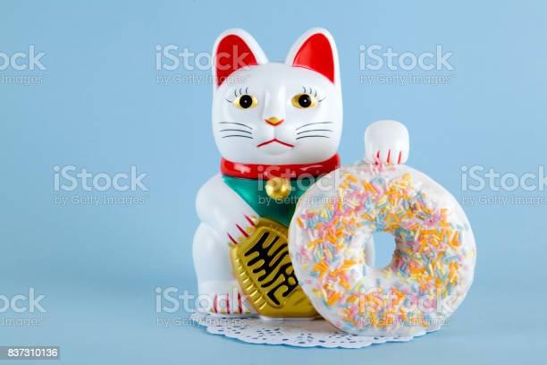 Maneki neko donut picture id837310136?b=1&k=6&m=837310136&s=612x612&h=kss78ood1m2lfxp mz7k142zbhdbbo7dzkxfzjjbzfu=