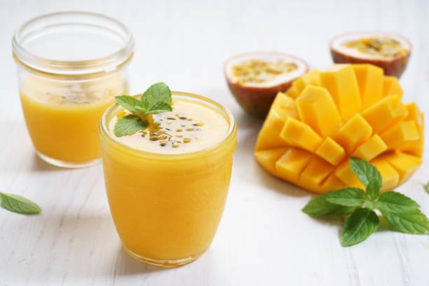 Mango und Passionsfrucht/Maracuja smoothie – Foto