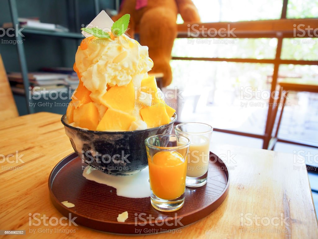 Mango bingsu or milk snowflake korean stlye dessert. 免版稅 stock photo