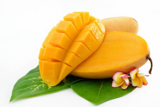 mango de las frutas aisladas en blanco - mango fotografías e imágenes de stock