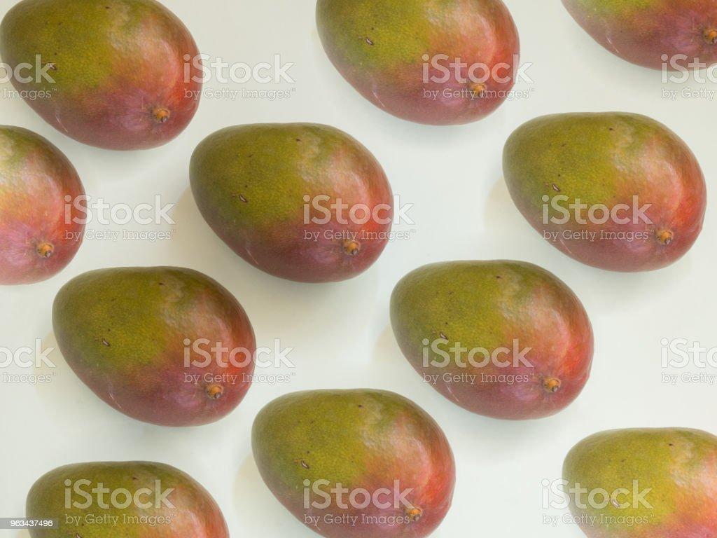 Mango mönster på vit bakgrund - Royaltyfri Fotografi - Bild Bildbanksbilder