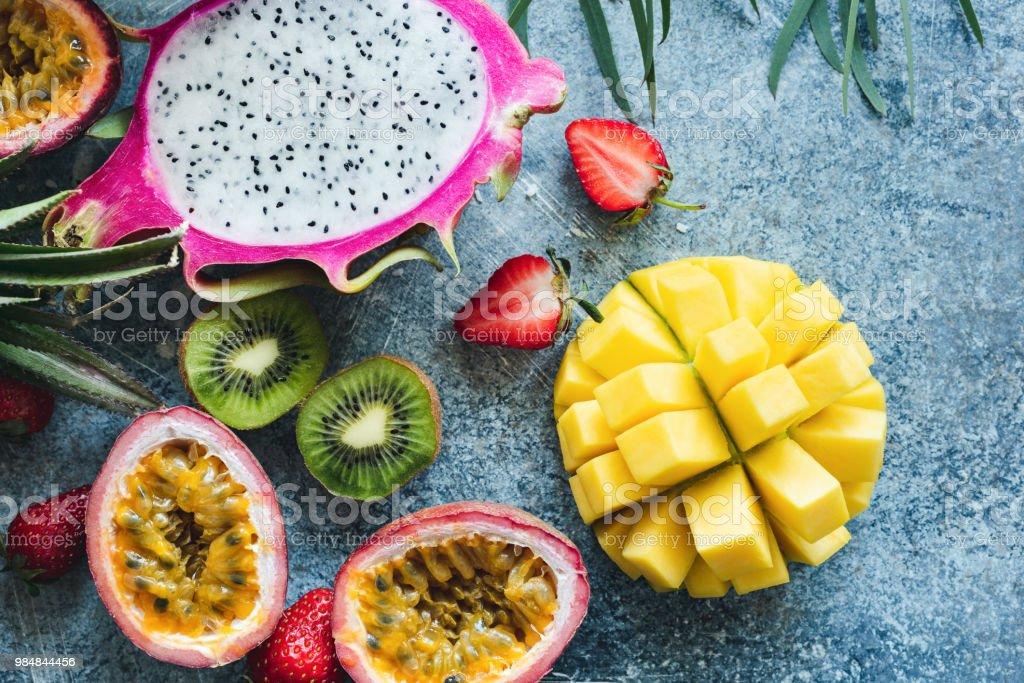 Fotografia De Mango Pitaya Kiwi Y Fruta De La Pasion Frutas