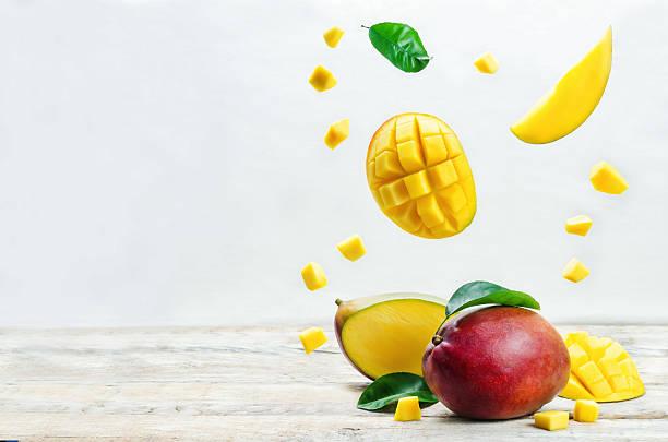 mango with flying slices - mango fotografías e imágenes de stock