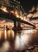 manhattan bridge at night in nyc