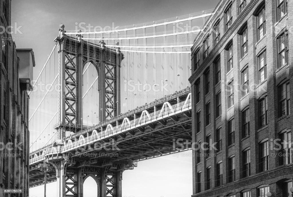 Manhattan Bridge aus Washington Street - Monochrom – Foto