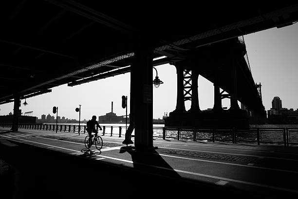 Manhattan Bridge, New York City Morgen Radfahrer – Foto