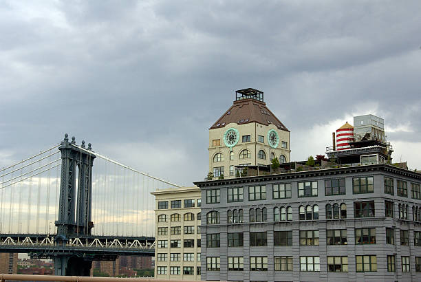 manhattan bridge with brooklyn buildings - mikefahl stock pictures, royalty-free photos & images