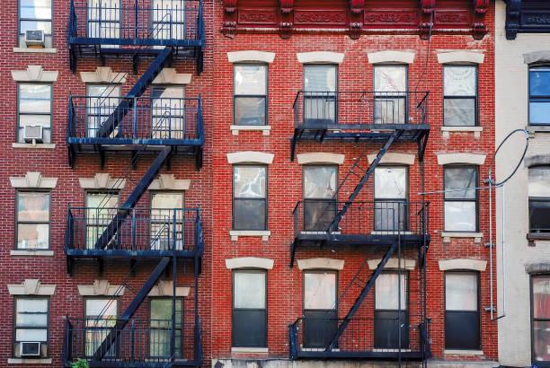 Manhattan, alte Gebäude mit Feuerleitern – Foto