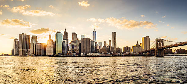 Manhattan skyline at sunset Manhattan skyline at sunset manhattan financial district stock pictures, royalty-free photos & images