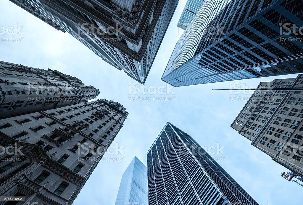 Manhattan Skyscapers em Wall Street, Nova York - foto de acervo