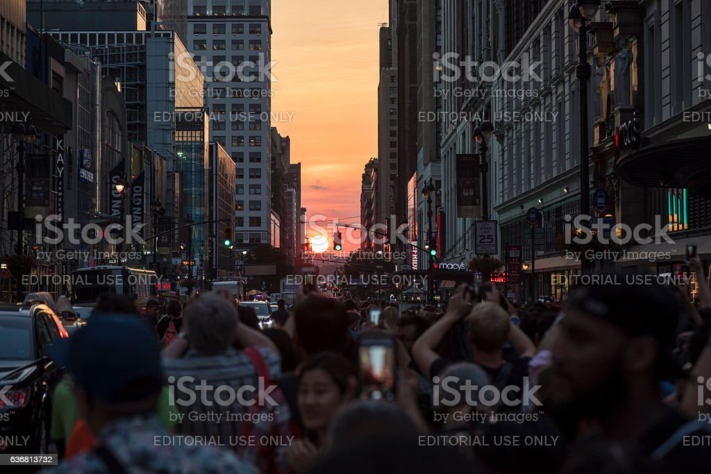Manhattanhenge sunset on 34th Street, New York City stok fotoğrafı