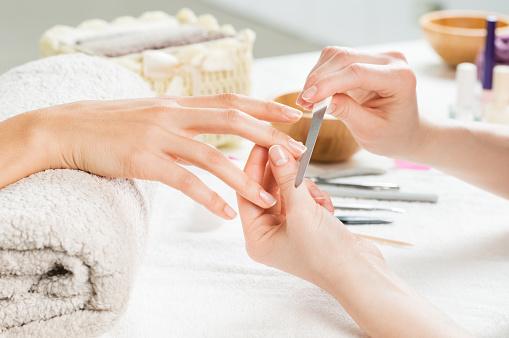 Manikürebehandlung Im Nail Salon Stockfoto und mehr Bilder von 2015
