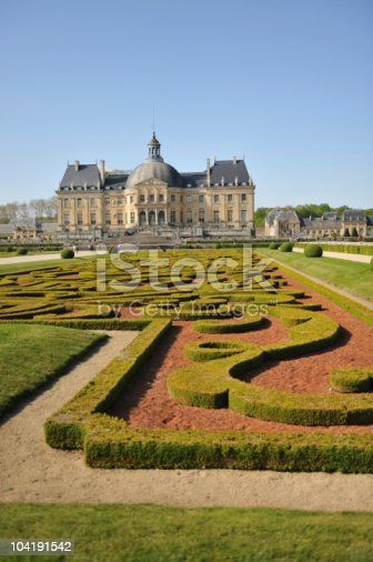 istock Manicured hedges in front of Chateau Vaux le Vicomte 104191542