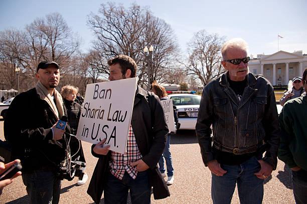 manifestazione contro shariah legge prima della casa bianca - sharia foto e immagini stock