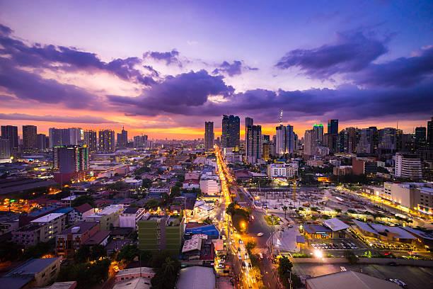 Manila City at Twilight muestra y Ortigas Ciudad de Makati - foto de stock