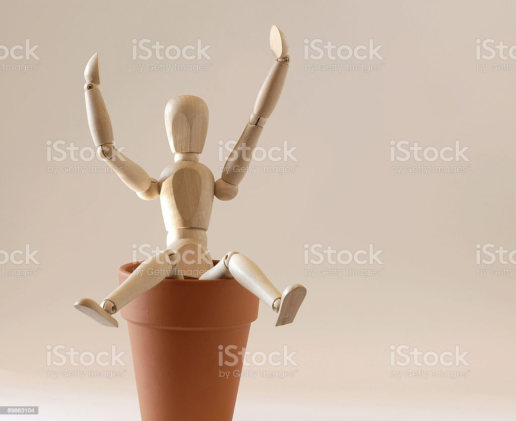 Mannequin OU FEINTE assis sur un flowerpot photo libre de droits