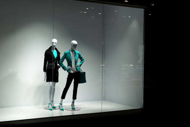 mannequins look at people - store window stock pictures, royalty-free photos & images