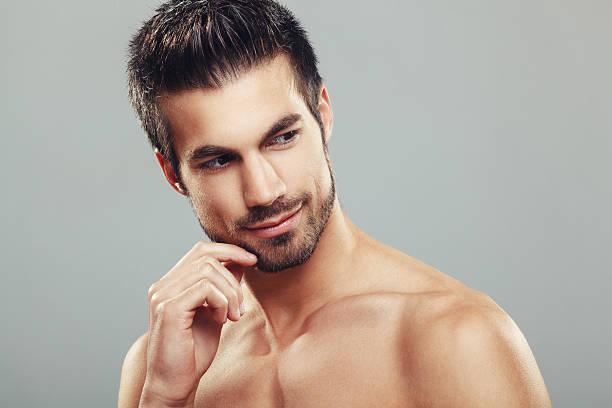 ritratto di uomo di bellezza - a petto nudo foto e immagini stock
