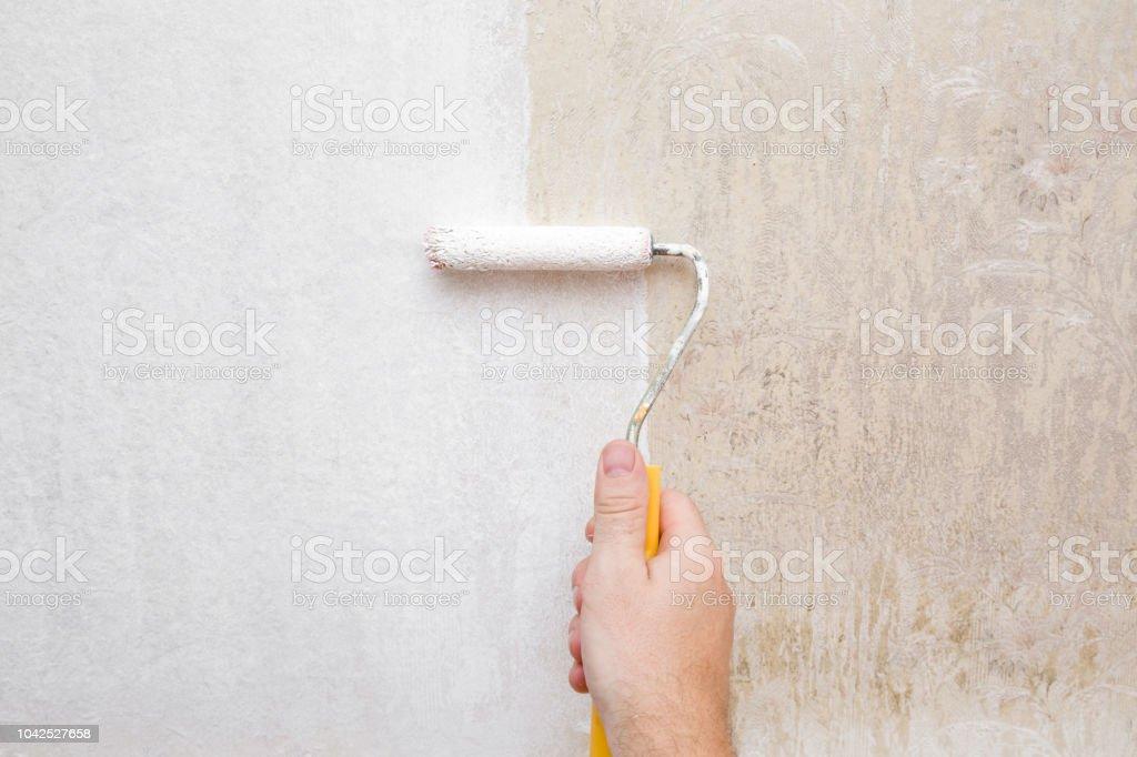 Peinture Papier Peint Vieux Et Sale Dans La Couleur Blanche Avec Rouleau à  Peindre à La