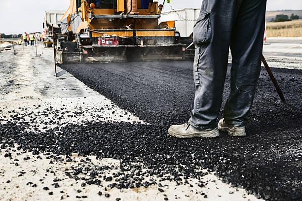 lavori stradali - asfalto foto e immagini stock