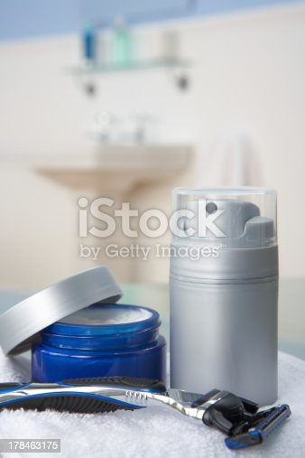 istock Man's shaving kit in bathroom 178463175