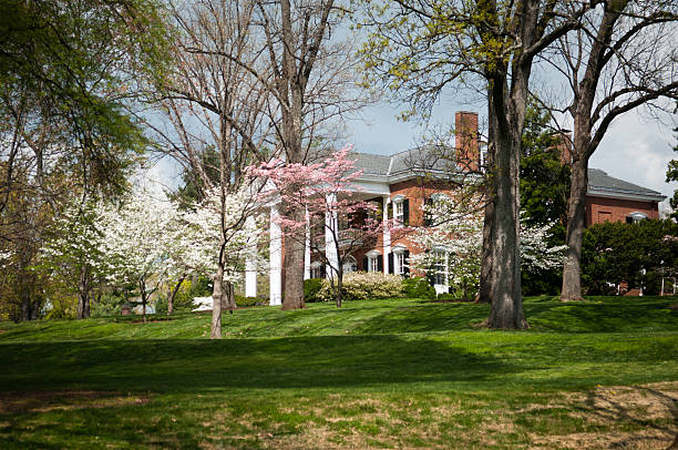Mansion in Virginia Carr's Hill is the name given to the mansion occupied by the President of the University of Virginia, Located in the Central Grounds next to University Avenue and Rugby Road. charlottesville stock pictures, royalty-free photos & images