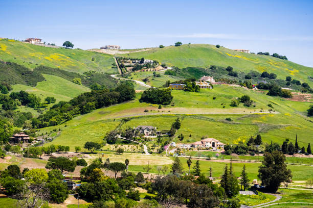 villen auf den hügeln von south san francisco bay area, san jose, santa clara county, kalifornien - süd kalifornien stock-fotos und bilder
