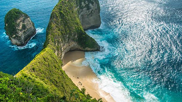 manta bay or kelingking beach on nusa penida island, bali - indonésie photos et images de collection
