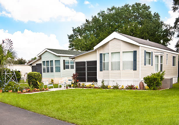 Manufactured Homes with Yard Mobile homes in a manufactured home park. Front yard. manufactured housing stock pictures, royalty-free photos & images