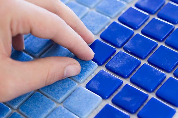 Azulejos de mosaico de fabricación - foto de stock