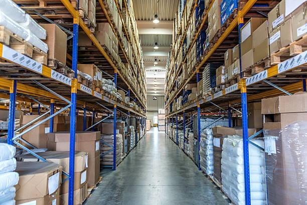 manufacturing stauraum warehouse - papierrollenhalter stock-fotos und bilder