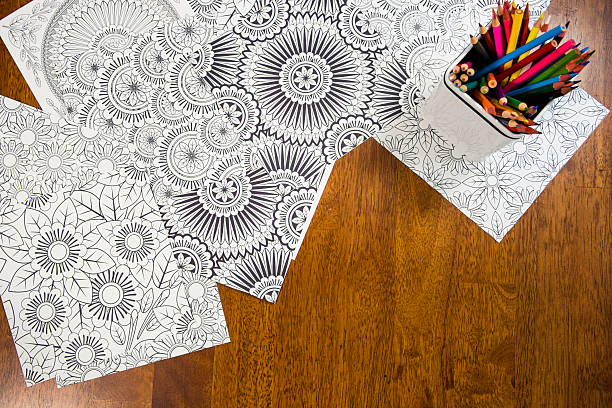 Many Adult Coloring Book Designs With Pencil Crayons – Foto