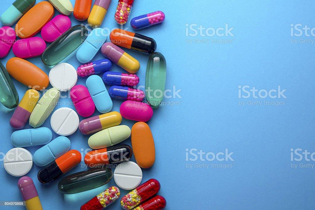 Muchos colorido pastillas - foto de stock