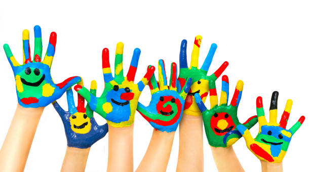 viele farbige kinderhände - fingerfarben stock-fotos und bilder